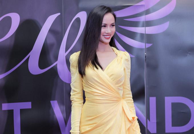Vũ Ngọc Anh vừa có chuyến đi Anh dự Liên hoan phim Những cơn gió phương Đông - East winds.