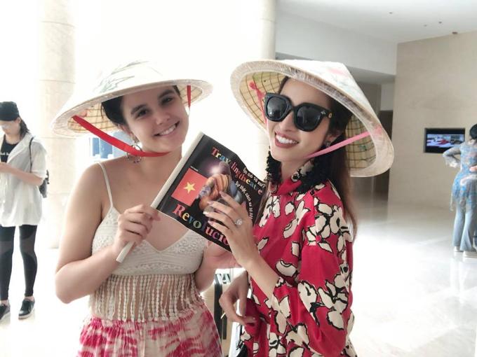 Princess Ngọc Hân trở về nước sau khi giành giải 'Hoa hậu được yêu thích nhất'