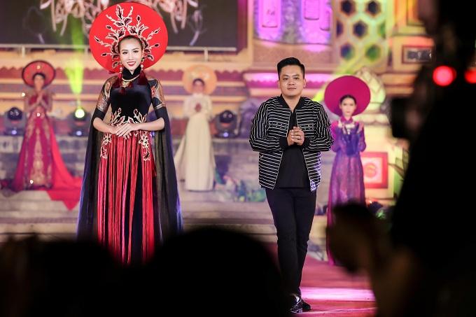 Áo dài của NTK Thiệu Vy mở màn tại Festival Huế 2018