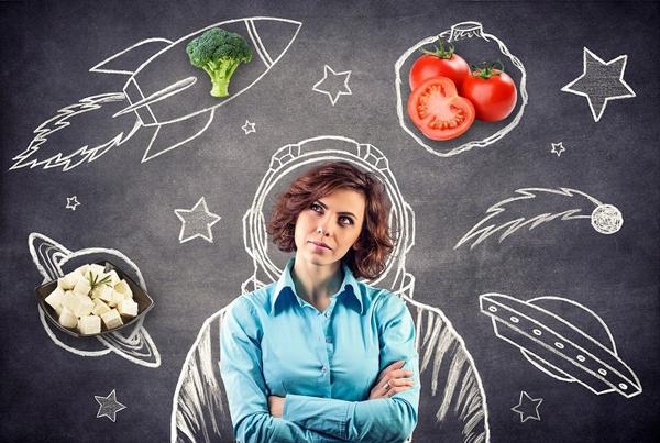 Các thực phẩm được khuyến khích ăn gồm: trứng, nấm, cá, thịt gà, cà chua, dưa chuột, rau diếp, cải bắp, bông cải xanh, súp lơ, đậu xanh, bí ngô, xà lách, phô mai, đậu phụ và các loại sữa hạt.