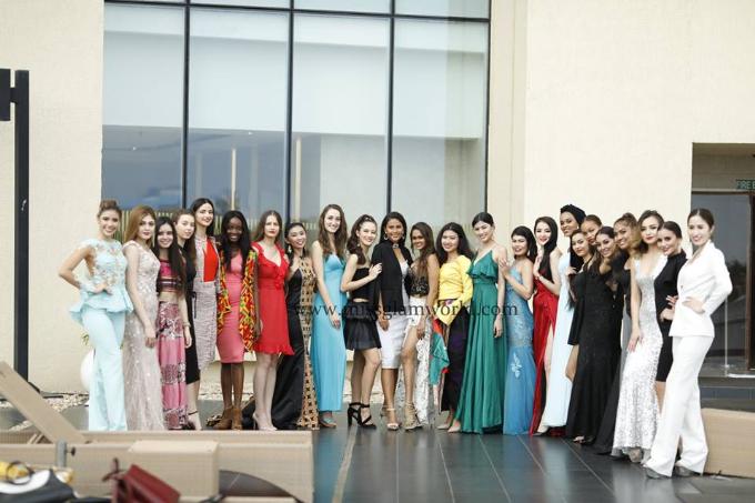 Ngọc Hân vui vẻ và hòa đồng với hơn 40 người đẹp khắp thế giới. Cô cho biết các thí sinh đa phần đều rất thân thiện và dễ thương.