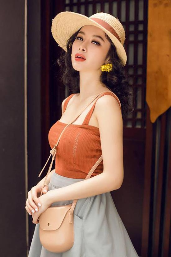 Bộ ảnh được thực hiện với sự hỗ trợ của nhiếp ảnh Hải Nguyễn, trang điểm Trần Quốc Huy.