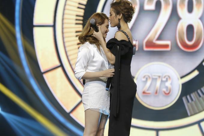 Dù đạt số điểm khá cao nhưng hai cô gái vẫn chưa thể bứt phá khỏi hình ảnh của đêm thi đầu tiên nên chưa thể chiếm lấy chiếc ghế vàng của chương trình.