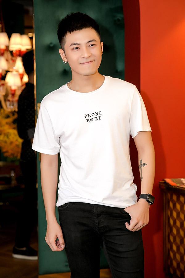 Gin Tuấn Kiệt là một trong 3 ca sĩ góp mặt trong show, cùng Đông Nhi và Vũ Cát Tường. Diệu Nhi chia sẻ, các ca sĩ đều không màng đến cát-xê, nhưng cô đã chuẩn bị sẵn một chút tiền lương tượng trưng để đáp lại sự nhiệt tình của họ.