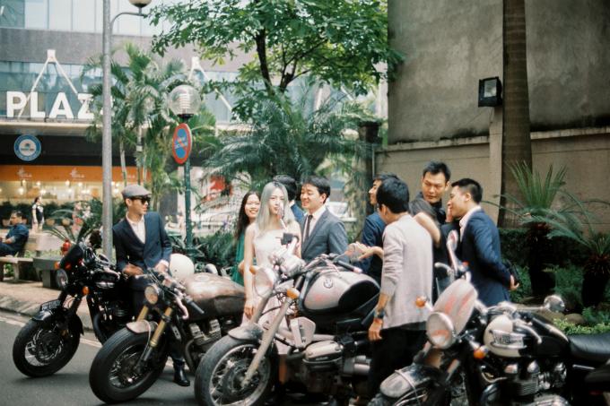 Chia sẻ về mối lương duyên định mệnh, chú rể Hoàng Nam cho biết hai ngườilà sinh viên khác lớp nhưng học chung một giảng đường tại trường Đại học Xây dựng.