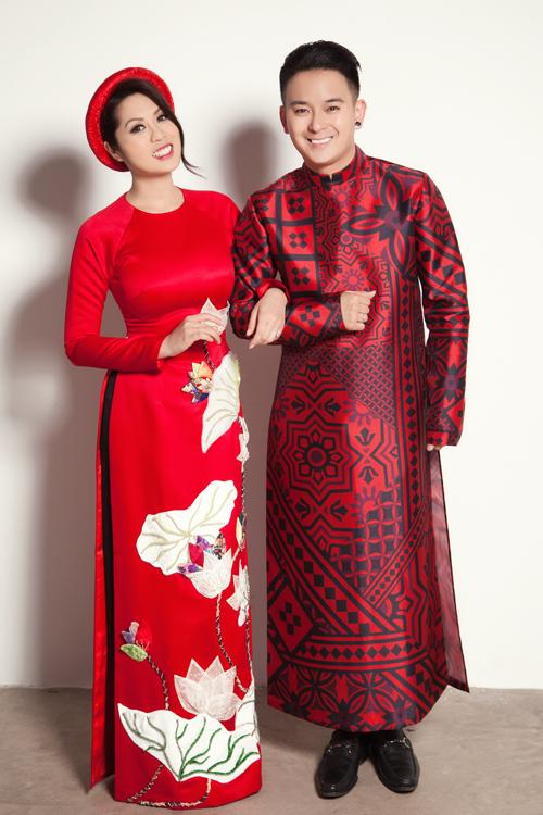 Sinh ra và lớn lên ở Mỹ nhưng cả Justin Nguyen và Trina Bao Tran đều thích mặc áo dài trong những dịp lễ Tết, ngày trọng đại. Cả hai tổ chức đám cưới vào tháng 10 năm ngoái và áo dài Việt là bộ trang phục không thể thiếu với đôi uyên ương này.