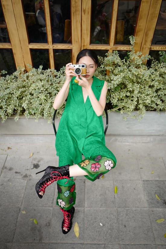 Mai Giang dạo phố với trang phục của NTK Hà Linh Thư