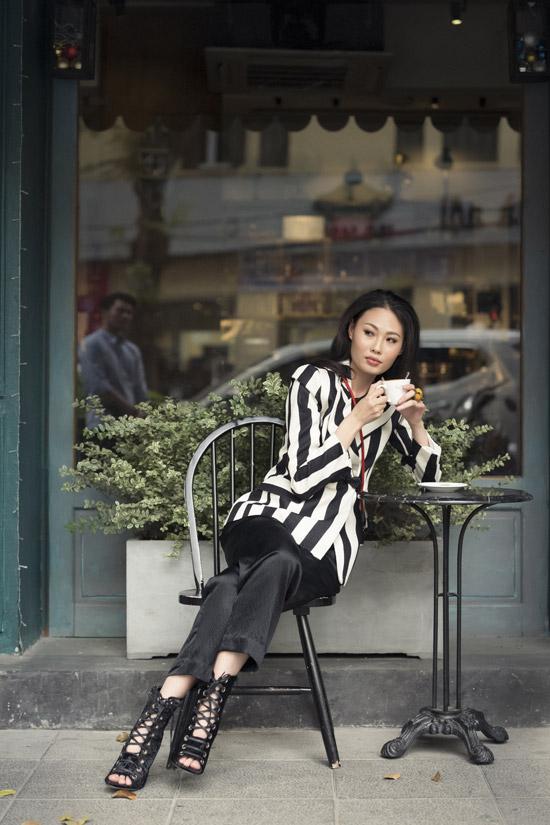 Mai Giang dạo phố với trang phục của NTK Hà Linh Thư - 4