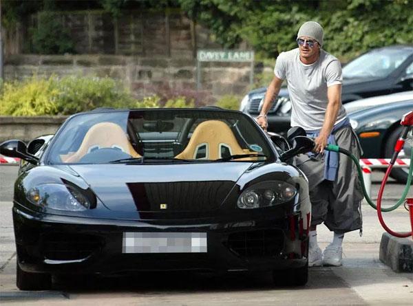 Spider 360 Nhưng anh đã trả 120.000 bảng cho chiếc siêu xe này vào năm 2001, trước khi bán nó một cách riêng tư khi anh chuyển đến Real Madrid năm 2003.  Nó đã đi lên đấu giá năm ngoái và lấy khoảng £ 95.000.