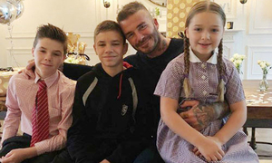 Harper hút fan với giọng đọc diễn cảm trong sinh nhật bố