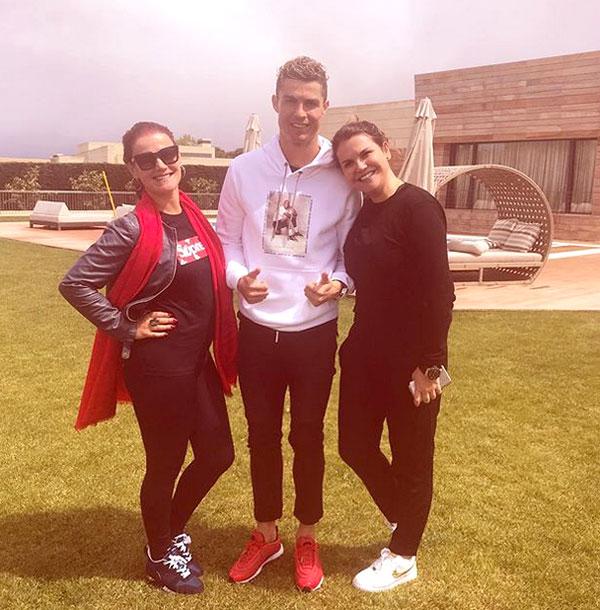 Ba chị em nhà C. Ronaldo. Ảnh: NS.