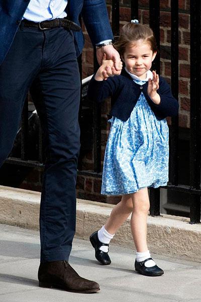 Công chúa nhỏ duyên dáng và tự tin trước người hâm mộ cũng như báo giới. Ảnh: EPA.