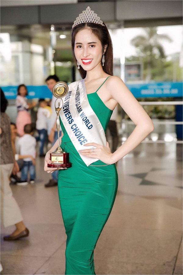 Princess Ngọc Hân trở về nước sau khi giành giải Hoa hậu được yêu thích nhất
