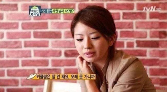 Cô gái trẻ thừa nhận yêu chỉ vì tiềntrên kênh Mars People XFile. Ảnh: tvN.