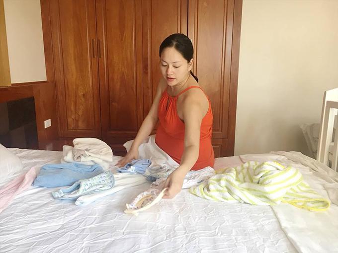 Lan Phương tất bật chuẩn bị đồ đạc cho ngày vỡ chum trọng đại.
