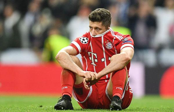 Lewandowski và các đồng đội chỉ cách trận chung kết một bàn thắng nhưng không thể làm gì hơn ngoài kết quả hòa 2-2 sau khi đã để thua 1-2 trên sân nhà ở lượt đi.