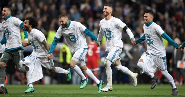 Niềm vui của các cầu thủ Real sau khi giành vé vào chung kết...
