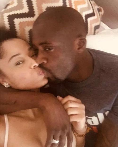 Toure và Tanikia hôn nhau