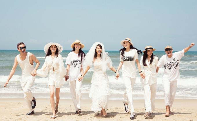 Diệp Lâm Anh diện váy cưới, vui đùa trên bãi biển Đà Nẵng cùng hội bạn thân.