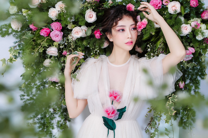 Hoa hậu Lam Cúc mừng tuổi mới trên biển bên hội bạn thân