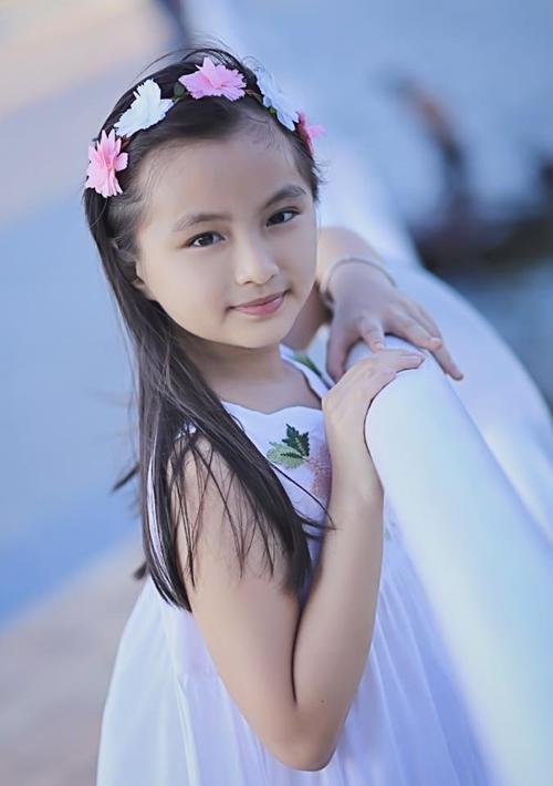 Cô bé là nàng thơ trong nhiều bộ ảnh của người bố nhiếp ảnh gia.
