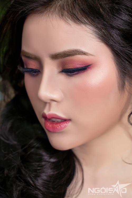 Bộ ảnh được thực hiện với sự hỗ trợ của photographer Thuyj Do, hair Vương Ngọc Diệp và model Trinh Trinh.