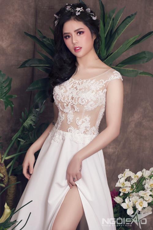 Phong cách trang điểm với lớp nền trắng sức hay mỏng như sương kiểu Hàn Quốc được dự đoán là sẽ nhường chỗ cho những tông màu nóng bỏng, trẻ trung trong mùa cưới hè này.