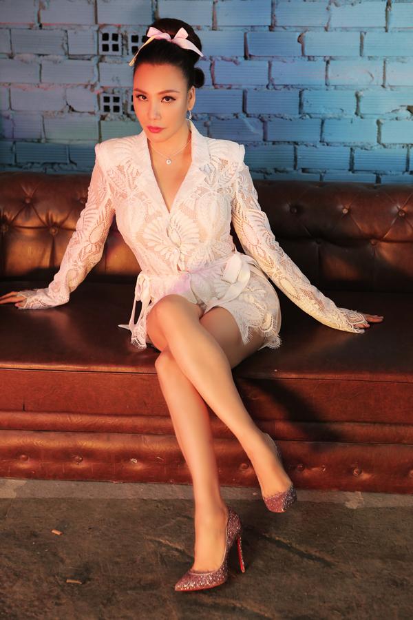 Hồ Quỳnh Hương từng muốn hủy MV vì thấy khó quay cảnh khỏa thâny