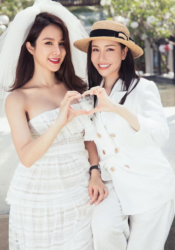 Hoa hậu Lam Cúc cũng ra Đà Nẵng dự tiệc chia tay đời độc thân của Diệp Lâm Anh.