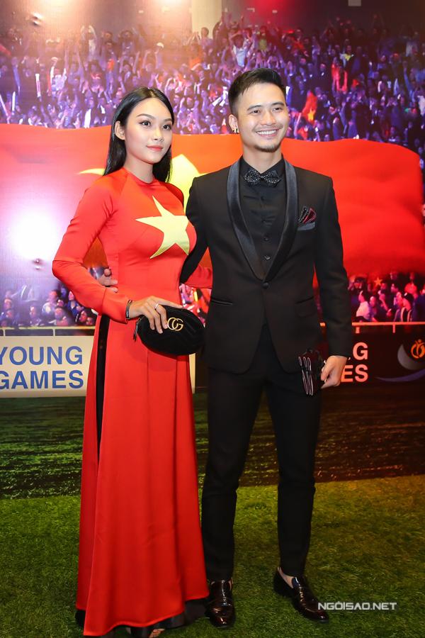 Thanh Tú đóng một vai trong 11 niềm hy vọng. Cô tình cảm chụp ảnh cùng nam đồng nghiệp Hùng ChilHyun.