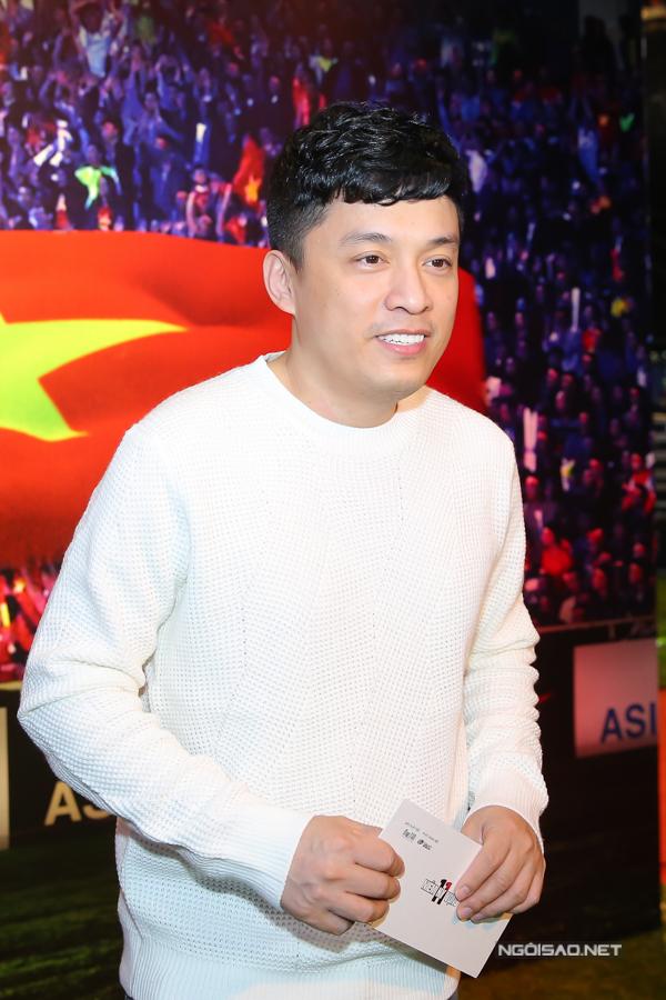 Anh Hai Lam Trường hào hứng đi xem bộ phim nói về cuộc đời của các cầu thủ bóng đá.