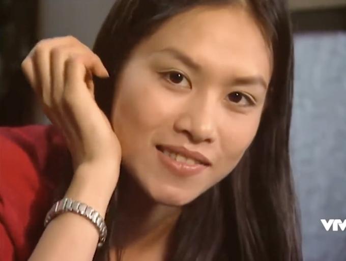 Cô nàng Nguyệt thảo mai trong Phía trước là bầu trời do Hà Hương thủ vai. Nữ diễn viên sinh năm 1982 và cũng theo học tại trường múa Việt Nam. Sau thành công của bộ phim, Hà Hương còn gây ấn tượng trong phim Tình xa và chương trình truyền hình thực tế Phụ nữ Thế kỷ 21 tổ chức năm 2006. Tuy nhiên, từ khi kết hôn cách đây 10 năm, nữ diễn viên không còn nhận phim mới.