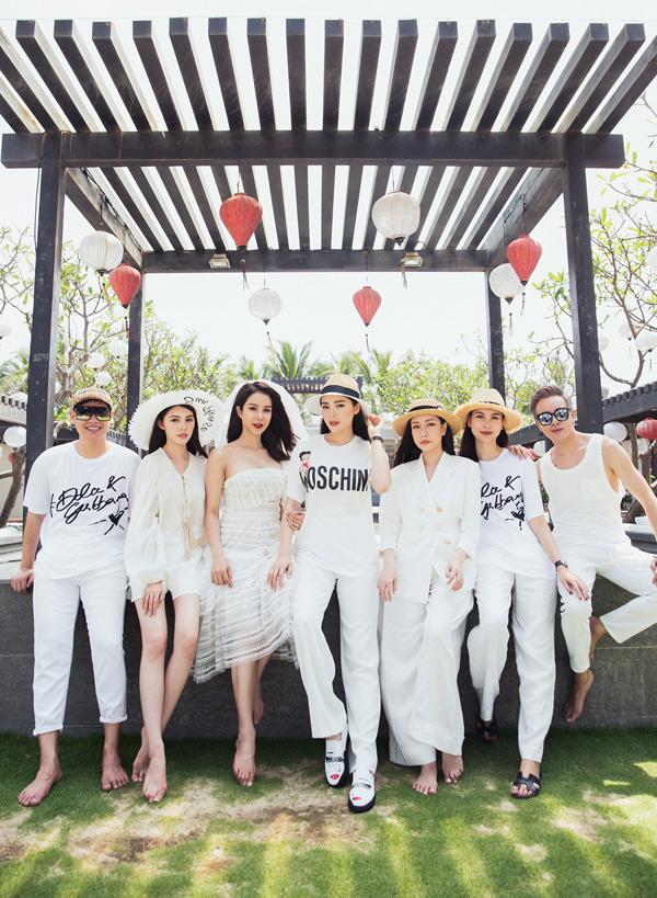 Diệp Lâm Anh cùng bạn bè du hí ở Đà Nẵng, chia tay đời độc thân