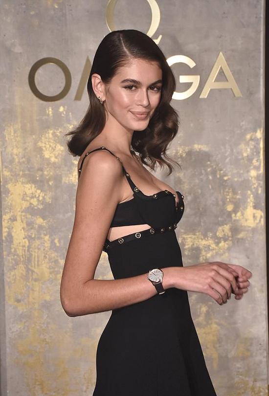 Kaia mảnh khảnh hơn so với khi cô trình diễn tại Tuần lễ thời trang Paris hồi tháng 2 năm nay.
