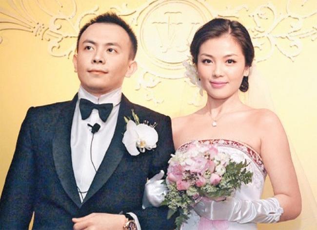 Lưu Đào và ông xã Vương Kha trong ngày cưới.
