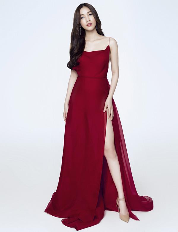 Nữ diễn viên đang tham gia một phim truyền hình, đóng cặp cùng một chàng trai người Hàn Quốc.