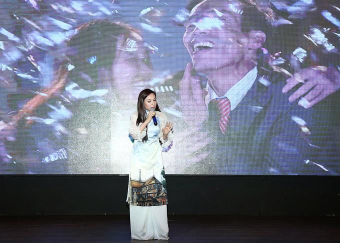Phi Nhung là khách mời trong buổi họp báo công bố chương trình Điều ước thứ 7 của Đài truyền hình Việt Nam. Nữ ca sĩ biểu diễn một ca khúc xúc động về tình cảm gia đình trên sân khấu.