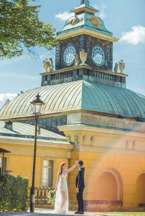 Uyên ương Việt chụp ảnh cưới ở Đức.