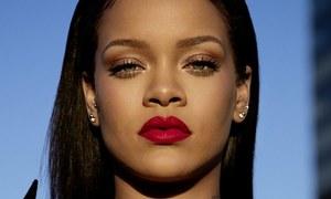 Sức mạnh của Rihanna trong ngành thời trang và làm đẹp