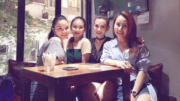 Hình ảnh thành viên nhóm Mây Trắng tụ họp được nữ ca sĩ Thu Thủy đăng trên trang cá nhân khiến fan thích thú.