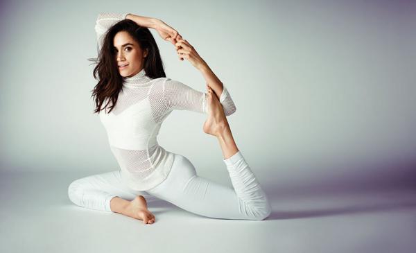 Ngoài duy trì thói quen tập yoga, Meghan còn chạy bộ 10 km quanh điện Ken