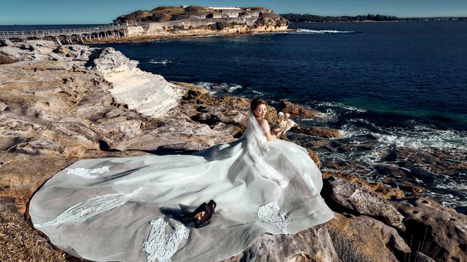 Kỷ niệm đáng nhớ của cô dâu khi chụp ảnh cưới là phải trèo ra một mỏm đá trên bãi biển mà theo Ngọc miêu tả: Chụp xong thì bủn rủn tay chân, đi không nổi. Bù lại, cô nhận được kết quả là bức ảnh rất ưng ý.