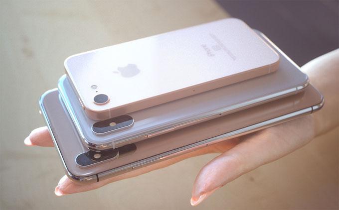 Giới phân tích dự đoán Apple sẽ ra ba mẫu iPhone mới, gồm iPhone 9 sử dụng màn hình LCD 6,1 inch, iPhone X2 - bản nâng cấp của iPhone X với màn hình Oled5,8 inchvà iPhone X Plus cũng dùng công nghệ Oled nhưng kích cỡ tới 6,5 inch.