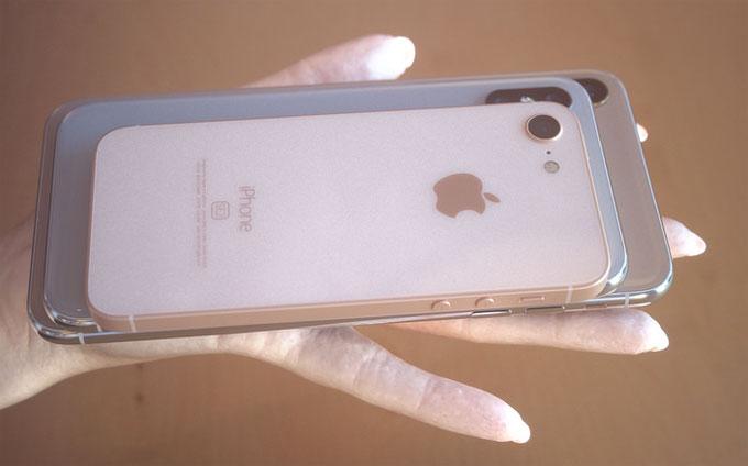 Apple cũng dự kiến giới thiệu iPhone SE thế hệ thứ hai ngay trong tháng 5. iPhone SE ra đời năm 2016 với cấu hình tương tự iPhone 6Snhưng có màn hình 4 inch như iPhone 5S.