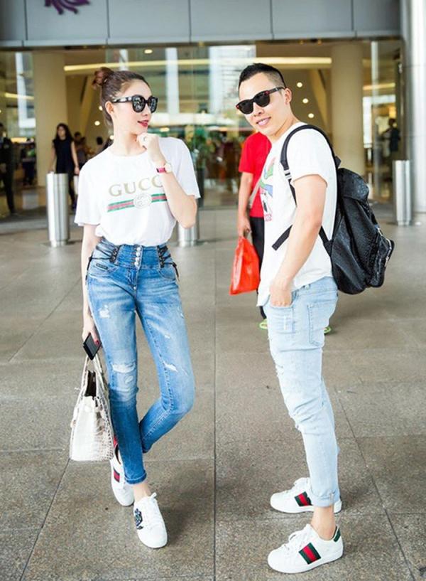 Người đẹp Lê Hà thì lại đơn giản hơn với quần jeans cạp cao và sneaker.