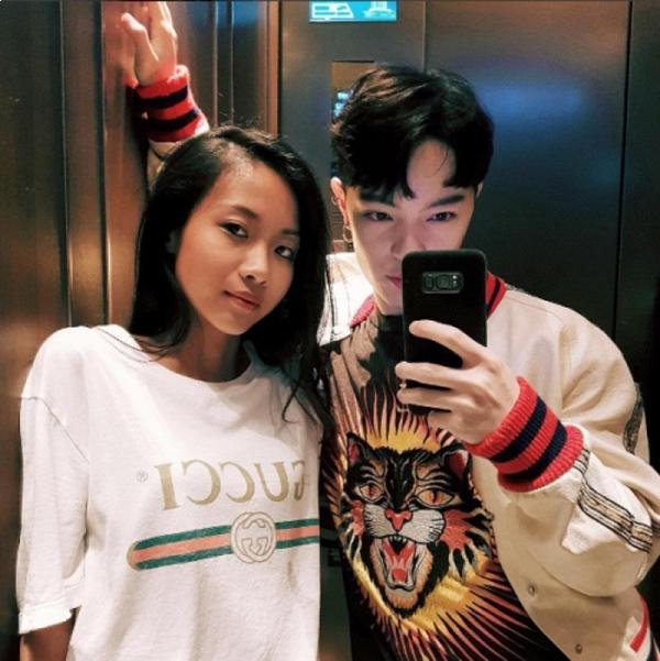 Rapper Suboi cũng bắt kịp ngay xu hướng áo phông đơn giản mà không kém phần cá tính này.