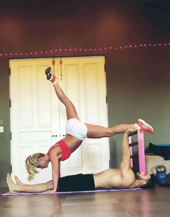 Britney tập đôi cùng bồ trẻ.