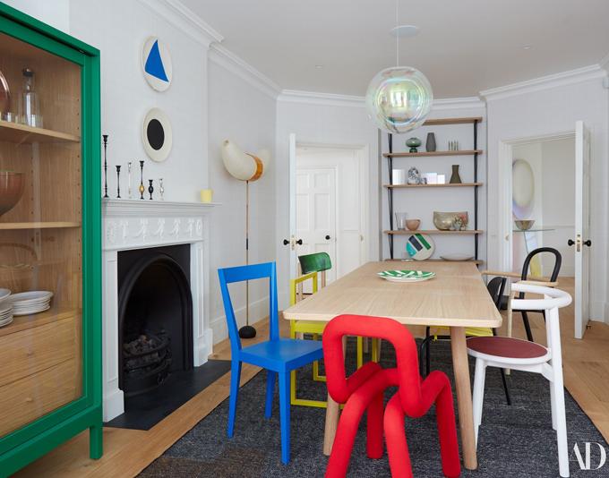 Khi đặt làm nội thất, Cara đã lựa chọn các tông màu rực rỡ.