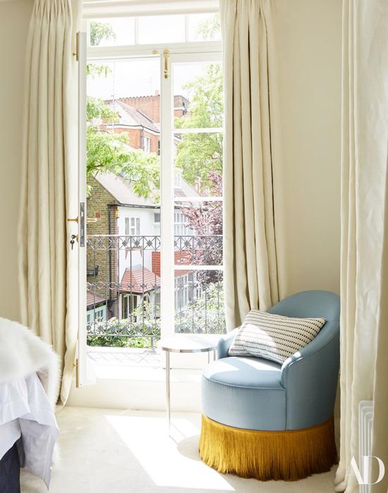 Phòng ngủ trên tầng 2 với view thơ mộng.
