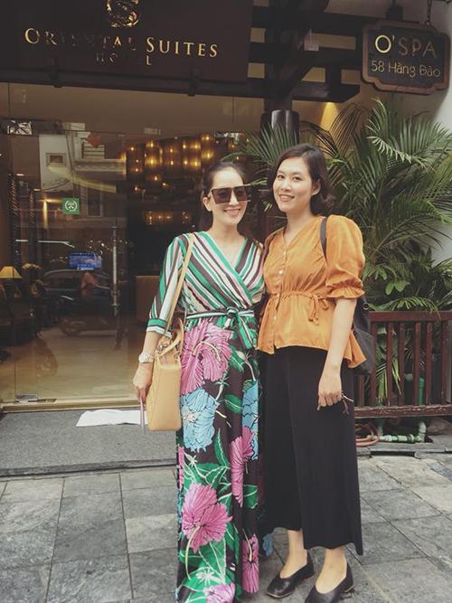Khánh Thi gặp lại Hà Hương - chị Nguyệt của Phía trước là bầu trời. Hai người là bạn thân đã 25 năm.